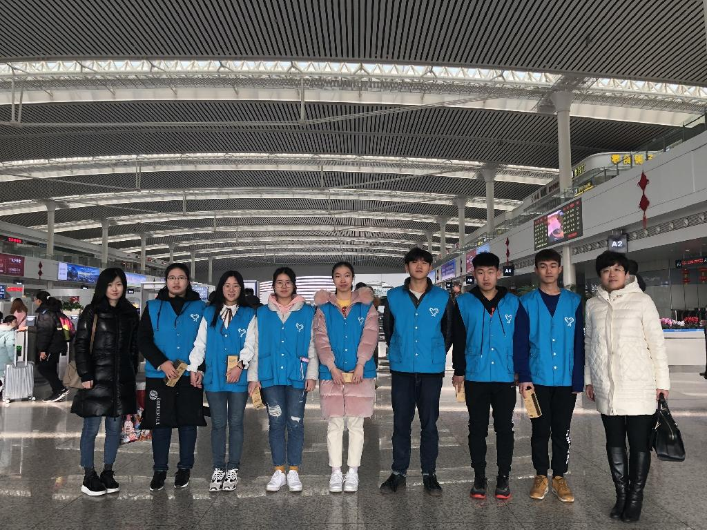 我校28名青nian志愿zhe天天娱乐平台大连2019春运