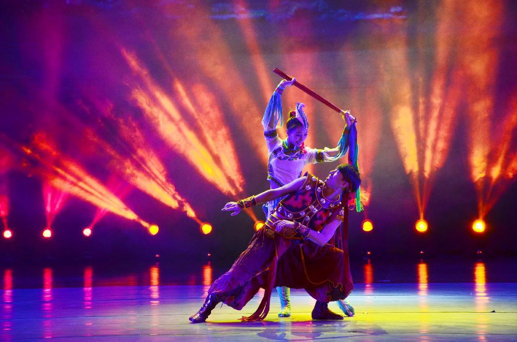 学校举办2019nian新nian文艺wan会——双人舞《牧马人》