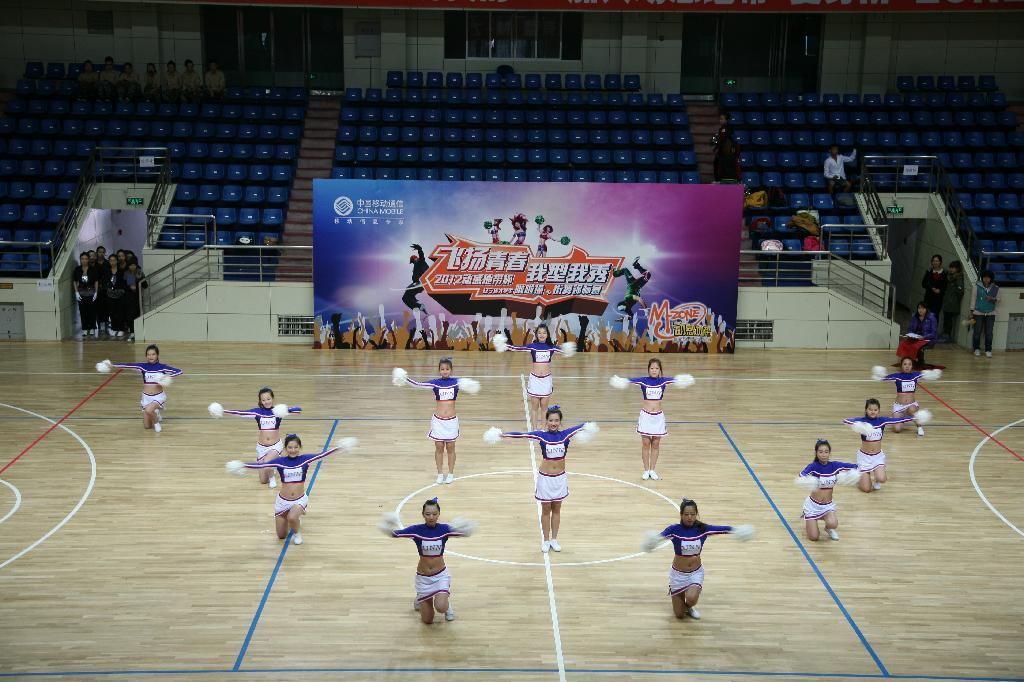 """参加2012年""""辽宁省大学生啦啦操大赛""""我院再获佳绩"""